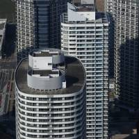 Amid turmoil, housing market may get boost from refinancing rush