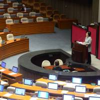 You Seung-hee, a lawmaker of South Korea's main opposition Minju Party, delivering a speech to call for revision of the disputed anti-terrorism bill on the main floor of the parliament in Seoul on Wednesday. | AFP-JIJI