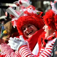 Masquaerade revellers celebrate the traditional Rose Monday carnival in Cologne, western Germany, on Monday. | AFP-JIJI
