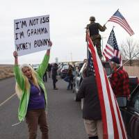 Protestor Dala Bechtel and others show their support at the Malheur Wildlife Refuge Headquarters near Burns, Oregon, Thursday. | AFP-JIJI