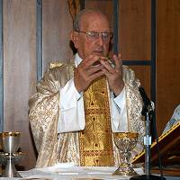 This picture downloaded from the official site of the Legionaries of Christ (www.legionariesofchrist.org) shows Mexican Catholic priest Marcial Maciel celebrating Mass in 2005 in Rome. He was at the center of a huge pedophilia scandal that has rocked the Catholic Church. | WWW.LEGIONARIESOFCHRIST.ORG / AFP-JIJI