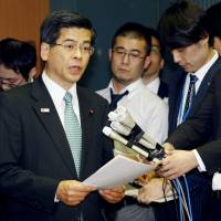 Transport minister Keiichi Ishii speaks to reporters Thursday at his ministry in Tokyo after Japan and the United States agreed on the distribution of flight slots at Haneda airport. | KYODO