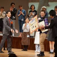 Sales clerk Atsushi Takehara receives the Grand Prize in the competition, which was sponsored by the Japan Council of Shopping Centers. | MAGDALENA OSUMI