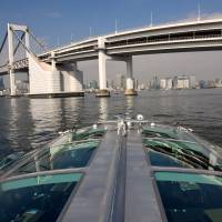 Tokyo sightseeing boats offer unique views, but missing foreign tourist tide
