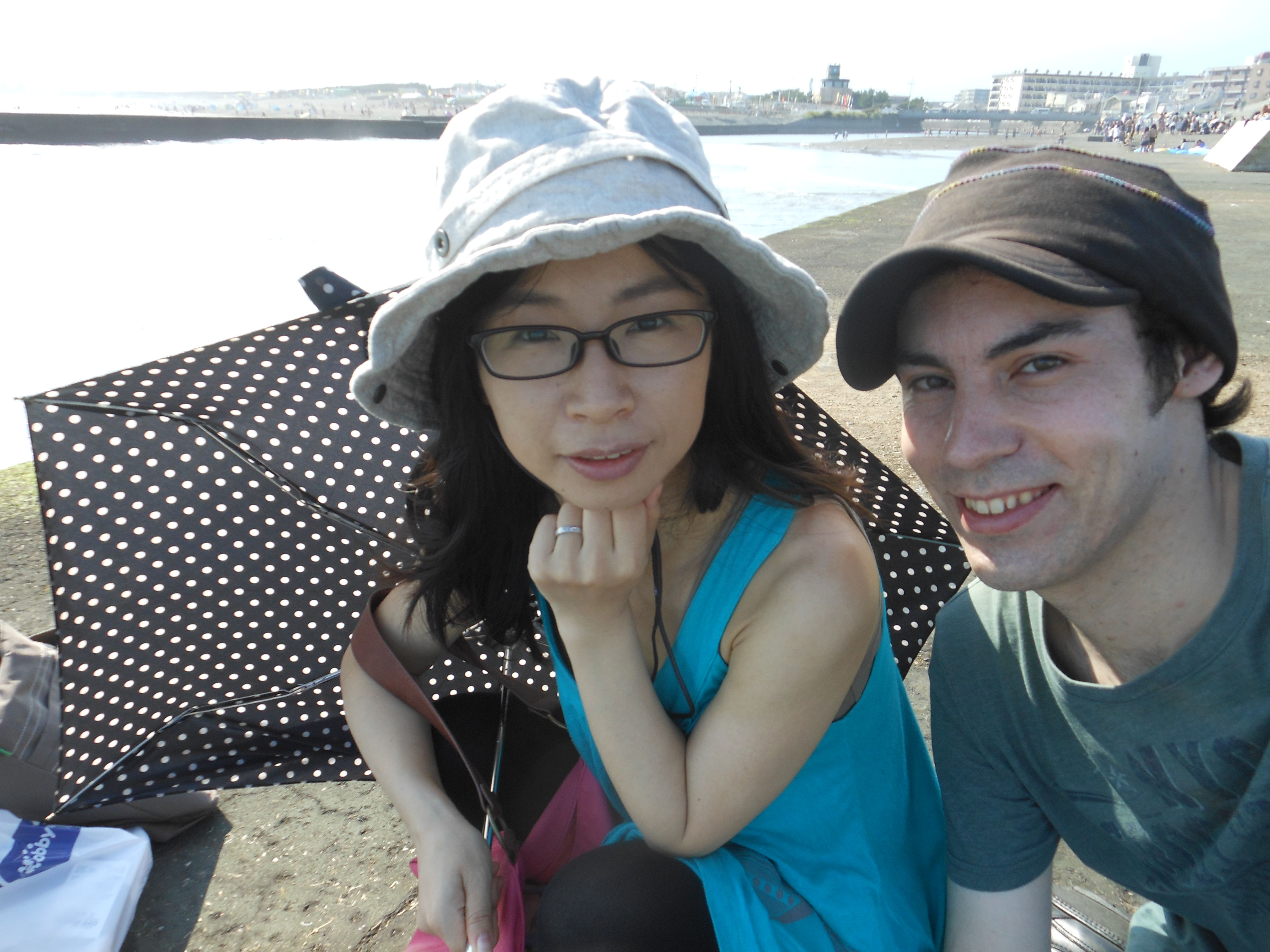 Andrew Wood and his wife, Miyuki Yamamoto, holidayed in Enoshima, Kanagawa Prefecture, in July 2015. Wood, whose grandmother was interned as a teenager in Manila under Japanese occupation during World War II, now lives and works in Japan. | ANDREW WOOD / KYODO