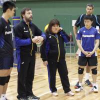 Interpreter hopes to help Japan volleyball team reach Rio
