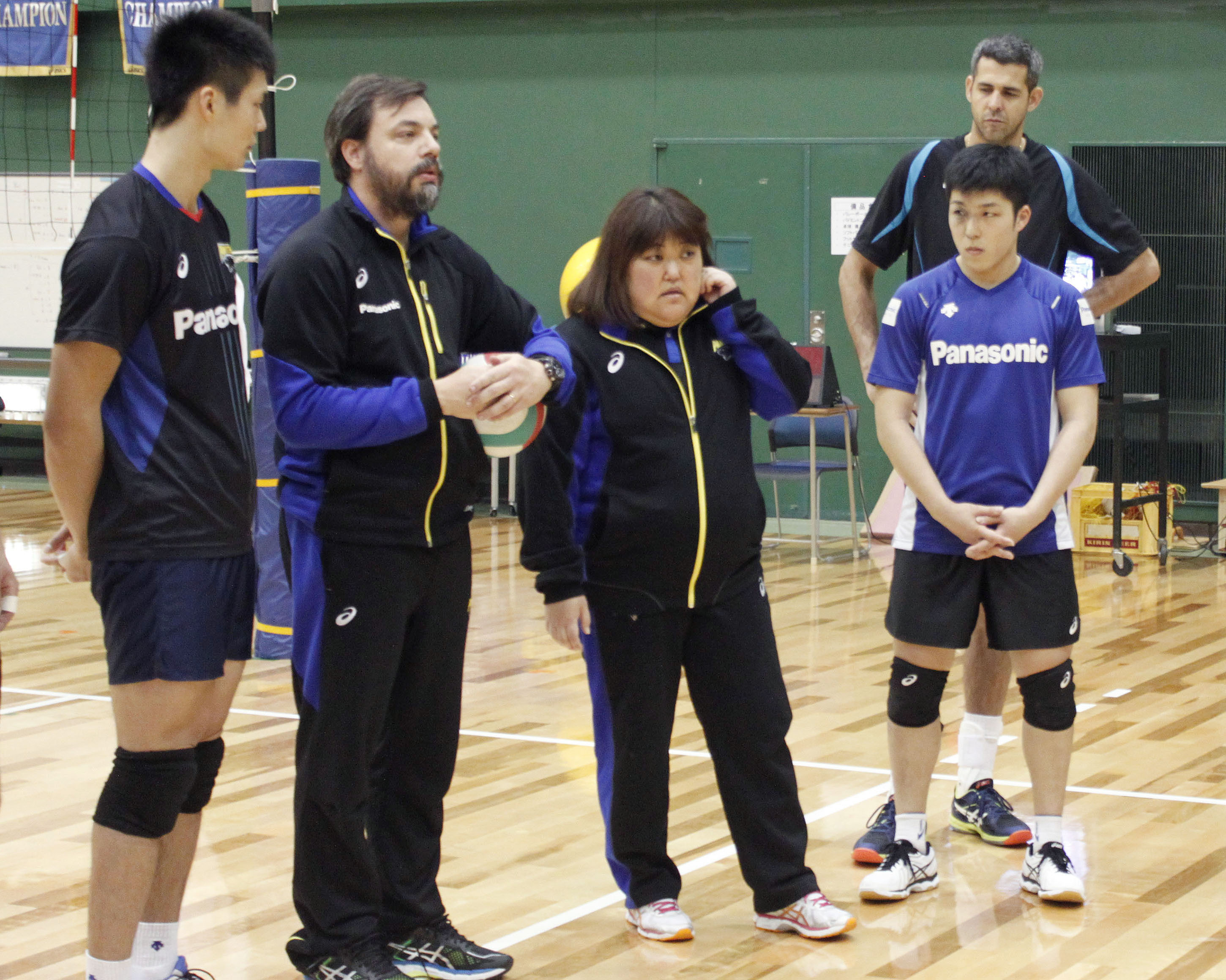 Megumi Kamizono serves as an interpreter for a Brazilian coach during a Panasonic Panthers practice session last month. | KYODO