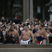 Does sumo commentary need to stress the foreignness of the wrestlers?
