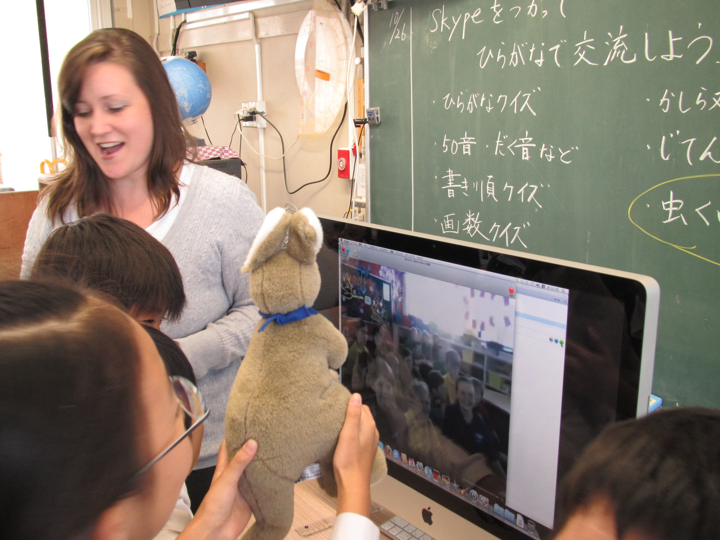 Thinking beyond the textbook: Laura Kawaguchi and an English class at Ehime University Faculty of Education Fuzoku Elementary School speak with a class of Japanese learners at St. Andrew's Lutheran College in Queensland via Skype. | COURTESY OF LAURA KAWAGUCHI