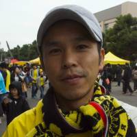 Yusuke Matoba, Researcher, 38 (Japanese): When I tweeted in Portuguese, a language I studied at university, to online fans of my favorite J.League club, Kashiwa Reysol, I made the mistake of writing what I thought was 'Kashiwa has (just) missed a goal chance,' but had actually written 'Kashiwa has scored a goal.' Somebody corrected me and now it is OK.