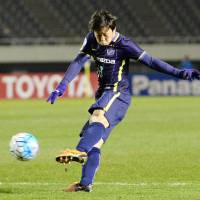 Sanfrecce Hiroshima's Kohei Shimizu scores a second-half goal against Chinese club Shandong Luneng in their opening Asian Champions League Group F. match on Tuesday in Hiroshima. Sanfrecce lost 2-1. | KYODO