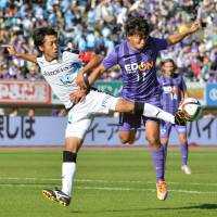 Sanfrecce Hiroshima striker Hisato Sato (right) will be hoping to lead the club to its fourth J. League title in five years. | KYODO