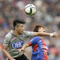 Ryuhei Niwa (left) and Sagan Tosu finished 11th last season after placing fifth the previous year. | KYODO