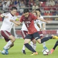 Gen Shoji (center) and Kashima Antlers will be hoping to reach the J. League championship playoffs after missing out last season. | KYODO