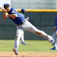 Infielder Munenori Kawasaki participates in fielding practice at the Chicago Cubs' spring training complex in Mesa, Arizona, on Wednesday. Kawasaki is a non-roster invitee. | KYODO