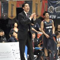 First-year head coach Taketo Aoki is seeking to lead the Yokohama B-Corsairs to a fifth straight playoff appearance. | YOSHIAKI MIURA