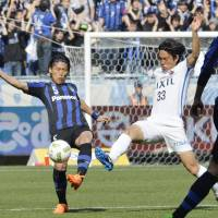 Antlers crash Gamba's party with Suita Stadium win