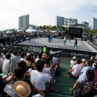 Fans watch the action during the 2013 World Tour Tokyo Masters in Odaiba. | FIBA 3x3