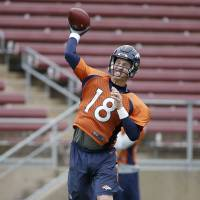Peyton hopes to go out on top like boss Elway
