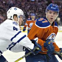 McDavid stars for Oilers in win over Leafs