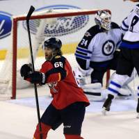 Jagr moves up scoring list in Panthers win
