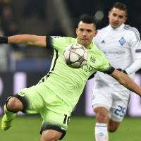 Sergio Aguero controls the ball in Manchester City's 3-1 first-leg win over Dynamo Kiev in the last 16 of the Champions League on Wednesday. | AFP-JIJI