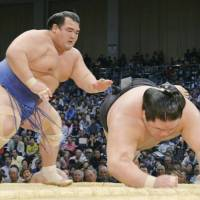 Ozeki Kotoshogiku has been the center of attention since winning the New Year Grand Sumo Tournament, but it remains to be seen if he can repeat that feat. | KYODO