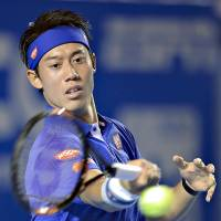 Kei Nishikori plays a shot from Thiemo de Bakker of the Netherlands in their first-round match at the Acapulco Open on Monday. Nishikori won 6-0, 6-3. | KYODO