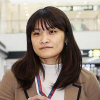 Ten-time world champion wrestler Kaori Icho shows off her silver medal after returning to Japan on Monday from the Golden Grand Prix Ivan Yarygin in Russia. | KYODO