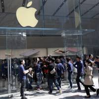 Smaller, cheaper iPhone gets eager reception in Japan