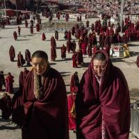 Buddhist nuns depart after praying at the Larung Gar Buddhist Institute in Sichuan province, China. World leaders attending a New York meeting on the status of women were handed a once-in-a-lifetime opportunity' to better the lives of women and girls by implementing U.N. goals. | AFP-JIJI
