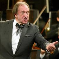Maestro Nikolaus Harnoncourt conducts the Vienna Philharmonic Orchestra's New Year's Concert in 2013. | REUTERS
