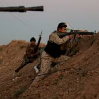 Iraqi Shiite fighters from the Popular Mobilisation units take a position on Tuesday near the city of Samarra, during an operation aimed at retaking areas from the Islamic State (IS) jihadist group. | AFP-JIJI