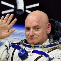 U.S. astronaut Scott Kelly waves last March 27 as his space suit is tested at the Russian-leased Baikonur cosmodrome, prior to blasting off to the International Space Station (ISS). Kelly and cosmonaut Mikhail Kornienko are making final preparations for return to Earth Tuesday, closing out a record-setting 340-day stay aboard the International Space Station where they served as medical test subjects to learn more about the long-term effects of weightlessness, space radiation and isolation. | AFP-JIJI