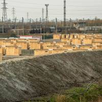 A hut camp set up by Medecins sans Frontiere (Doctors Without Borders) in Grande-Synthe, near Dunkerque, France, to shelter around 2,000 Kurds, Iraqian and Syrian migrants and refugees from the 'Jungle' camp near Calais will open this week. | AFP-JIJI