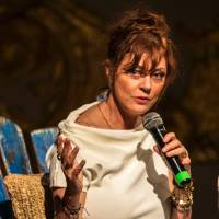 U.S. actress Susan Sarandon speaks Mrch 5 during the 56th Cartagena Cinema Festival, in Cartagena, Colombia. Sarandon, star of cult classic 'Thelma and Louise,' is not sure she can vote for Hillary Clinton over Donald Trump, the Republican front-runner who has inflamed America with divisive rhetoric. The prominent actress is a high-profile campaigner for leftist Sen. Bernie Sanders, who faces a near impossible task in trying to wrest the Democratic nomination from frontrunner Clinton. | AFP-JIJI
