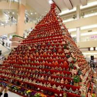 A 7-meter high pyramid of traditional 'hina' dolls at a shopping mall in front of Konosu Station in Saitama Prefecture. | AFP-JIJI