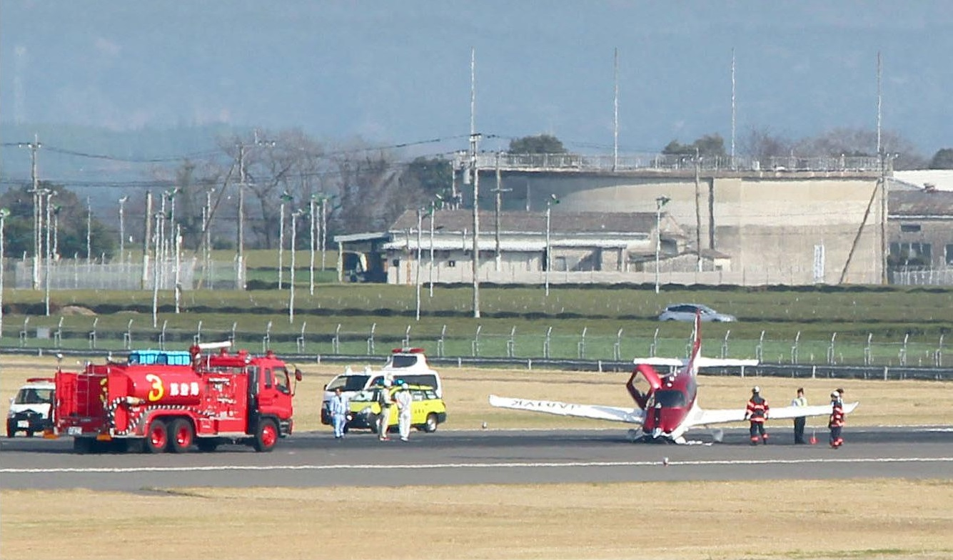 A damaged plane clogs up the middle of Kagoshima Airport's sole runway in Kirishima, Kagoshima Prefecture, on Monday. | KYODO