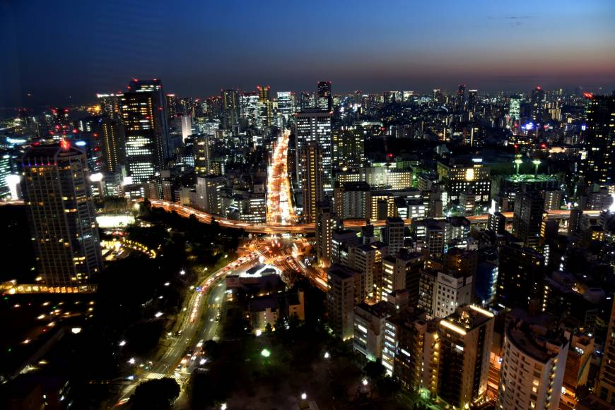 A view from Tokyo Tower's observation deck shows the taillights of cars at Akabanebashi crossing in a scene some say mirrors the tower.