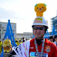 Motoshi Kouda, IT company staff, 39 (Japanese): I have done marathons in Ehime, Shonan (in Kanagawa Prefecture), Kasumigaura (in Ibaraki) and Tokyo. Tokyo is No. 1 in terms of the support from people lining the route, and of course is the biggest in Japan. After the Tokyo Marathon, I would rank the Aqualine Marathon (Tokyo Bay) second, then Ehime in Shikoku as No. 3.