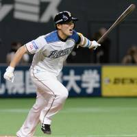 Shota Ono hits a game-winning RBI double against the Dragons on May 30, 2015. | KYODO
