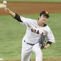 Giants treat new skipper Takahashi to season-opening victory over Swallows