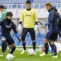 Japan goalkeeper Eiji Kawashima trains with his teammates on Wednesday in Saitama. | KYODO