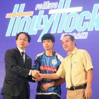 Vietnamese player Nguyen Cong Phuong (center) joined Mito Hollyhock at the start of this season. | KYODO