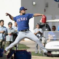 Texas Rangers ace Yu Darvish pitches off a mound on Monday at spring training in Surprise, Arizona. | KYODO