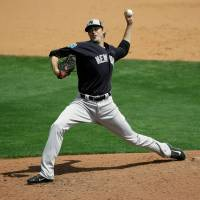 Yankees lose closer Miller to broken wrist from line drive