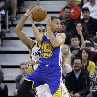 Curry ignites history-chasing Warriors in overtime