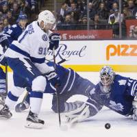 Lightning edge Maple Leafs for seventh straight victory