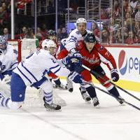 Capitals prevail over Leafs despite poor play