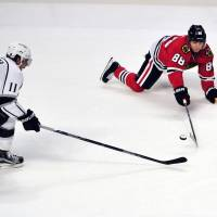 Los Angeles' Anze Kopitar (left) and Chicago's Patrick Kane vie for the puck in the first period on Monday night. | USA TODAY / REUTERS